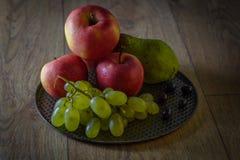 Ainda vida com frutos, obscuridade denominada Fotografia de Stock Royalty Free