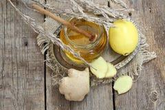 Ainda vida com gengibre, limão, mel e ervas de Provence Foto de Stock Royalty Free