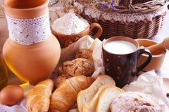Ainda vida com leite e os bolos caseiros Imagem de Stock Royalty Free