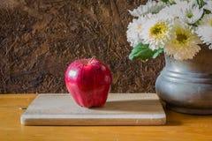 Ainda vida com maçã vermelha Fotos de Stock Royalty Free