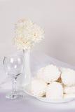 Ainda vida com marshmallows doces Imagem de Stock