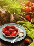 Ainda-vida com morangos Morango madura fresca natural na Fotografia de Stock Royalty Free