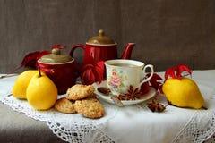 Ainda vida com o copo do chá quente Imagem de Stock Royalty Free