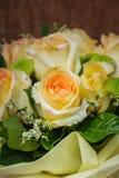 Ainda vida com o ramalhete bonito das rosas Fotografia de Stock