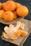 Ainda vida com os mandarino frescos em uma cesta Foto de Stock Royalty Free