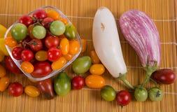 Ainda vida com os tomates e beringelas diferentes da cor Foto de Stock Royalty Free