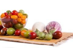 Ainda vida com os tomates e beringelas diferentes da cor Fotografia de Stock Royalty Free