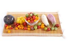 Ainda vida com os tomates, pimenta e beringelas diferentes da cor Fotos de Stock Royalty Free