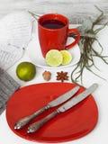 Ainda vida com os utensílios vermelhos no fundo branco Imagem de Stock Royalty Free