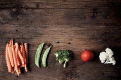 Ainda vida com os vegetais em de madeira Fotos de Stock Royalty Free