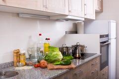 Ainda vida com os vegetais na cozinha Imagem de Stock Royalty Free