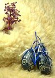 Ainda-vida com ovos da páscoa e árvore da ametista Fotografia de Stock