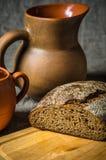 Ainda vida com pão caseiro e cerâmica Imagem de Stock