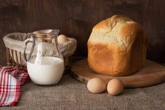 Ainda vida com pão caseiro, leite e ovos Fotografia de Stock