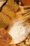 Ainda vida com pão de centeio, orelhas de milho Imagens de Stock Royalty Free