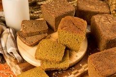 Ainda vida com pão de centeio, orelhas de milho Imagem de Stock