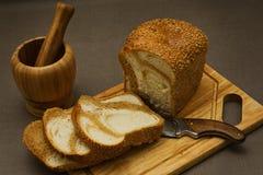 Ainda vida com pão de mármore e um almofariz Imagens de Stock