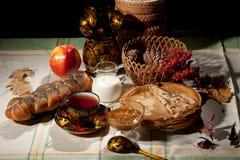 Ainda vida com pão e Apple Fotografia de Stock