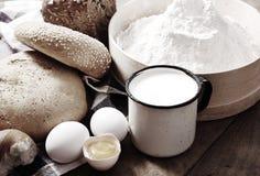 Ainda vida com pão e ovos Imagens de Stock