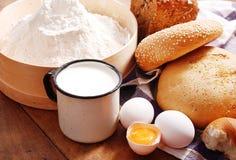 Ainda vida com pão e ovos Imagem de Stock
