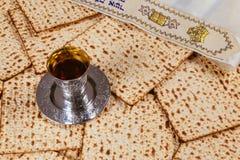 Ainda-vida com pão judaico do passover do vinho e do matzoh Fotografia de Stock