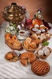 Ainda vida com pão no estilo do nacional do russo Imagens de Stock