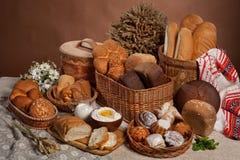Ainda vida com pão no estilo do nacional do russo Imagem de Stock Royalty Free