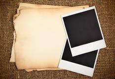 Ainda-vida com papéis velhos Imagens de Stock