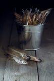 Ainda vida com peixes frescos em uma tabela de madeira Imagem de Stock Royalty Free