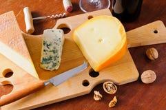 Ainda vida com placa do queijo Foto de Stock