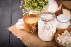 Ainda vida com produtos agrícolas frescos na mesa de cozinha Foto de Stock Royalty Free