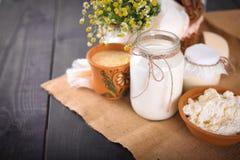 Ainda vida com produtos agrícolas frescos na mesa de cozinha Fotos de Stock Royalty Free