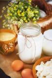 Ainda vida com produtos agrícolas frescos na mesa de cozinha Imagens de Stock Royalty Free