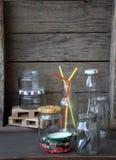 Ainda vida com produtos vidreiros Imagem de Stock