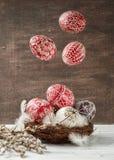 Ainda vida com Pysanky, ovos da páscoa decorados Fotos de Stock