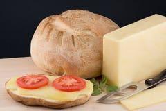Ainda vida com queijo e pão brancos Fotografia de Stock
