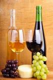 Ainda vida com queijo e vinho Fotografia de Stock Royalty Free