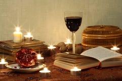 Ainda vida com romã e vinho Imagens de Stock
