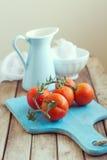 Ainda vida com tomates e jarro do esmalte Foto de Stock Royalty Free