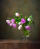Ainda vida com tulipas Imagens de Stock Royalty Free