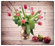 Ainda vida com tulips Fotos de Stock Royalty Free