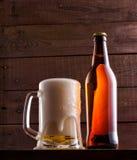 Ainda vida com um barril da cerveja e dos lúpulos Imagem de Stock