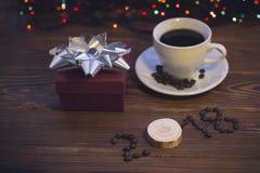 Ainda vida com um copo de café e uma caixa de presente Foto de Stock Royalty Free