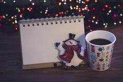 Ainda vida com um copo e os ornamento de café Fotografia de Stock