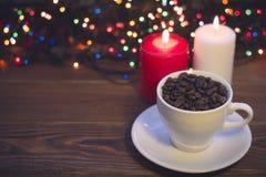Ainda vida com um copo e velas de café Imagens de Stock