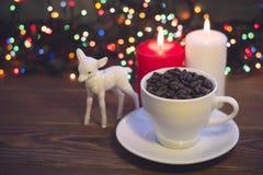Ainda vida com um copo e velas de café Imagem de Stock Royalty Free