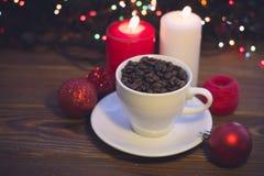 Ainda vida com um copo e velas de café Imagem de Stock