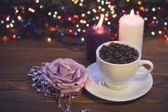 Ainda vida com um copo e velas de café Fotografia de Stock Royalty Free