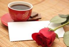 Ainda-vida com uma rosa e a letra imagem de stock royalty free