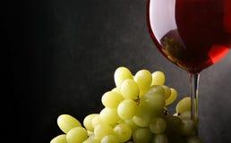 Ainda-vida com uvas e vinho Fotografia de Stock